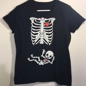 Maternity t shirt with X-ray view